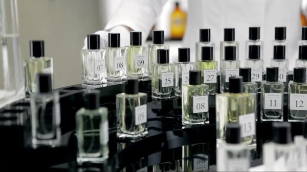 health-beauty-products-the-scent-of-time-calendar-600-97233